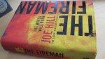 Hill, Joe - Fireman, The (cjs) Joe Hill hardcover met omslag van Gollanczs 9780575130715 gelezen maar keurig. Zie foto's.