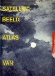 Schelvis Jan-Kees met prachtige foto's een boek om in te grasduinen - Sateliet beeld atlas van Nederland. Heel Nederland gefotografeerd door de SPOT - Sateliet